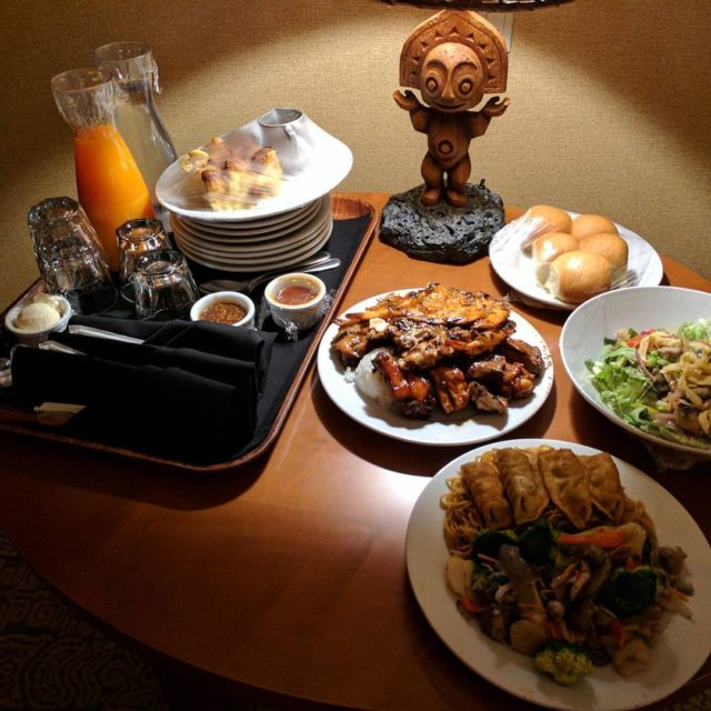 Polynesian midnight feast for the Liners